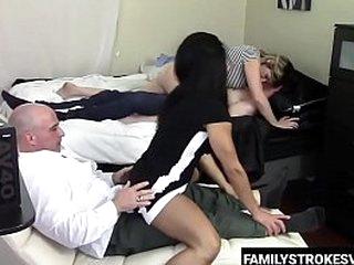 Familystrokesvid.com - Humping lovemaking with family