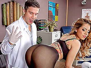 Doctor fucks hot latina Yurizan Beltran