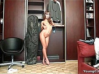 Young Carrie loves to deception off her pussy